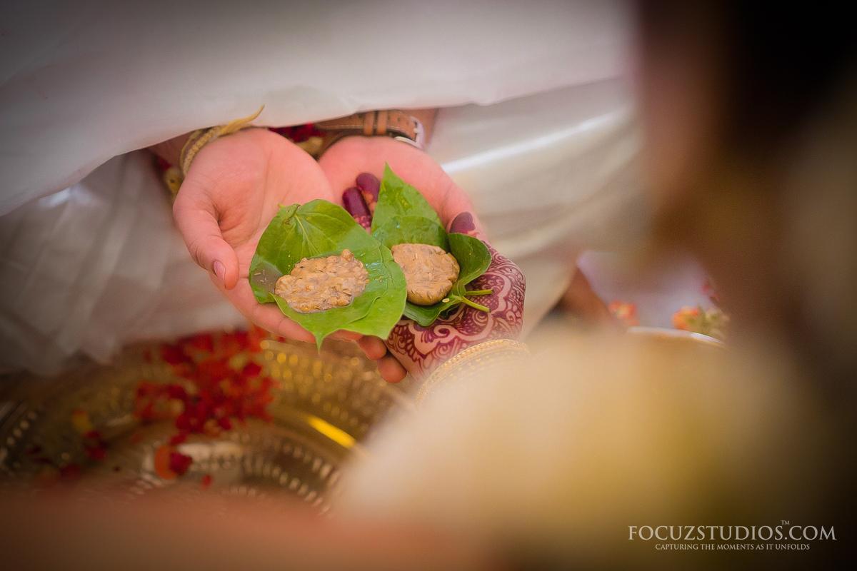Jilakarra-Bellam-and-Maadhuparkam-telugu-wedding-rituals-1