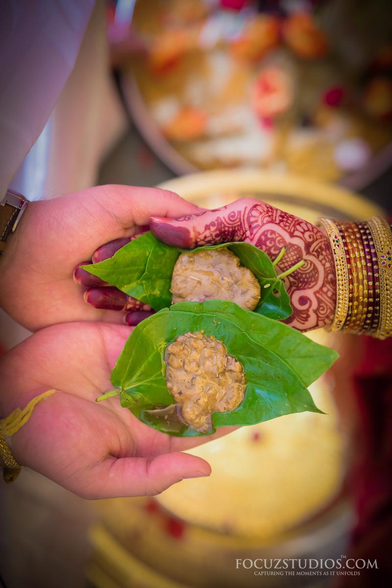 Jilakarra-Bellam-and-Maadhuparkam-telugu-wedding-rituals-2