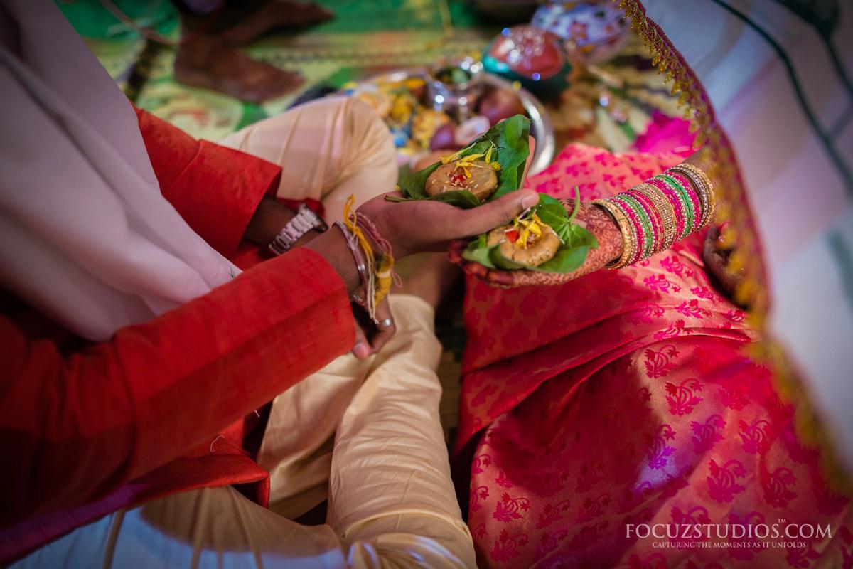 Jilakarra-Bellam-and-Maadhuparkam-telugu-wedding-rituals-4