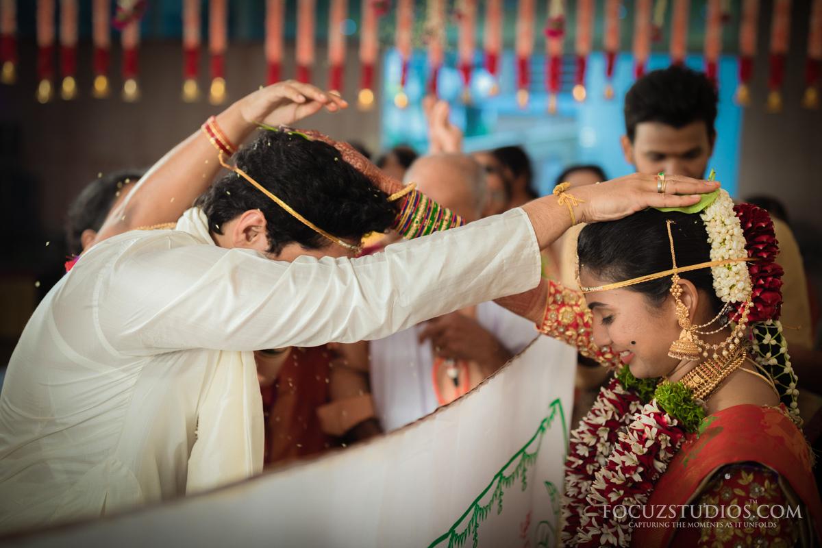 Jilakarra-Bellam-and-Maadhuparkam-telugu-wedding-rituals-6