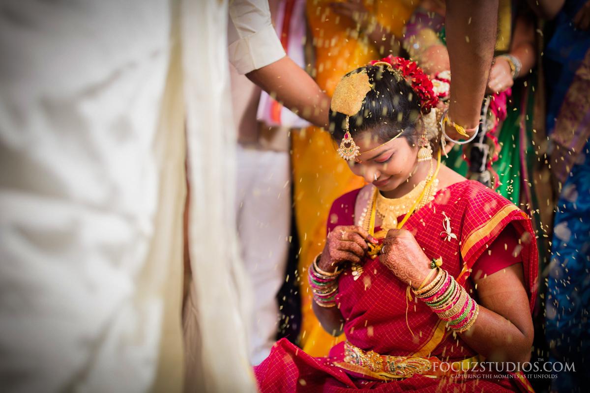 Mangalasutra-Dharana-telugu-wedding-rituals-3